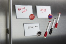 Environmentally-friendly and practical fridge magnet
